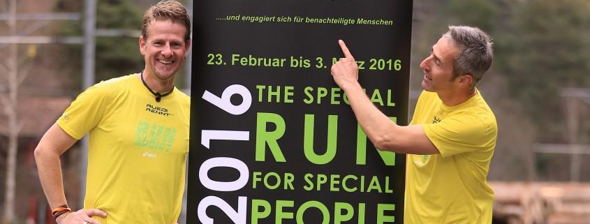 Vorfreude herrscht: Reto und Ruedi beim Foto-Shooting in der Rheinschlucht.